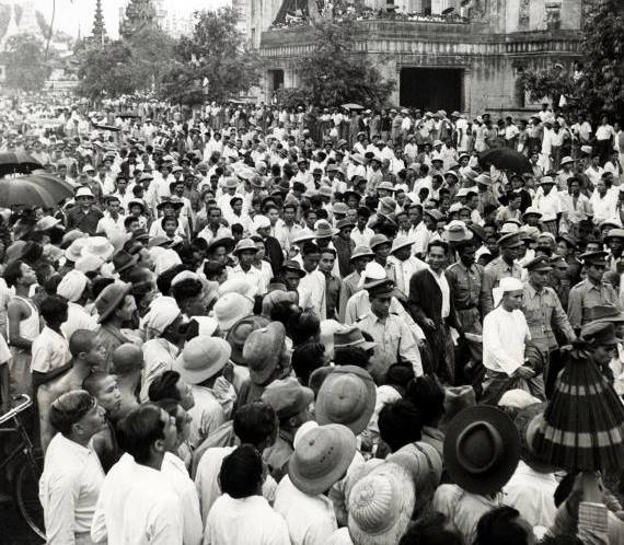 ၁၉၄၇ခုနှစ် ဆန္ဒပြပွဲတစ်ခုကို ဦးဆောင်နေလျက်ရှိသော ဦးအောင်ဆန်း