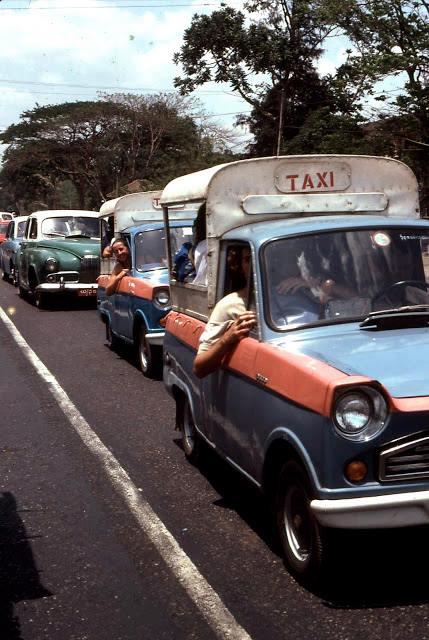 ၁၉၇၅ ခုနှစ်ဝန်းကျင်က ပြည်လမ်းတွင် ကားပိတ်ဆို့နေမှု မြင်ကွင်း