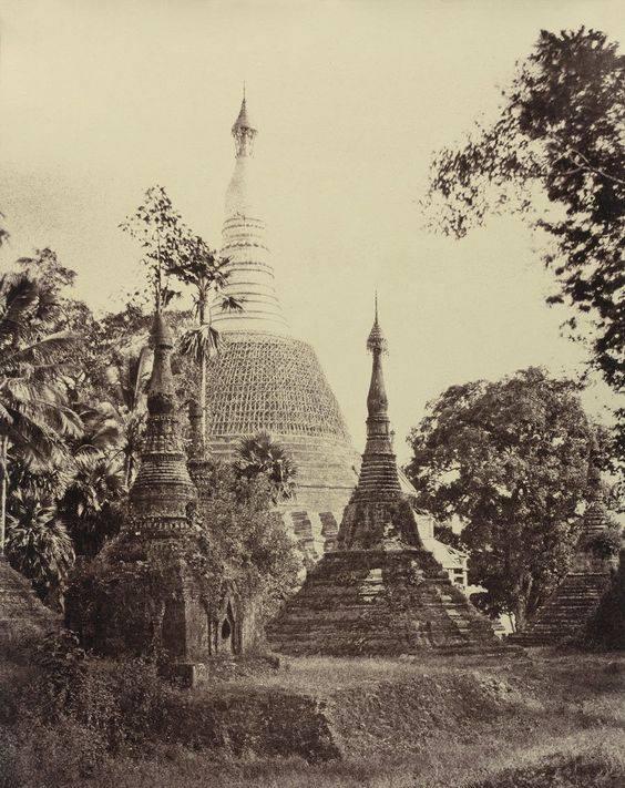 First close-up photo of Shwedagon Pagoda