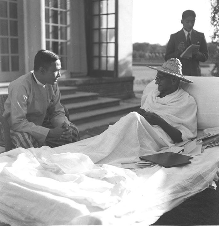 U Nu with Gandhi in Delhi 1947