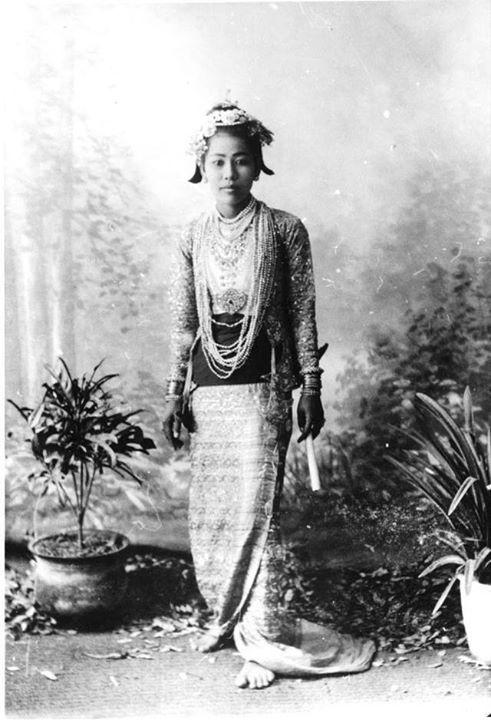 နာမည်ကျော် ဂါထရုဘဲလ် ၁၉ ၀၃ ခုနှစ် အစောပိုင်းကာလ၌ မြန်မာပြည်တွင် ရက်သတ္တပတ်အနည်းငယ်ကြာ နေထိုင်ခဲ့ဖူးလေသည်။