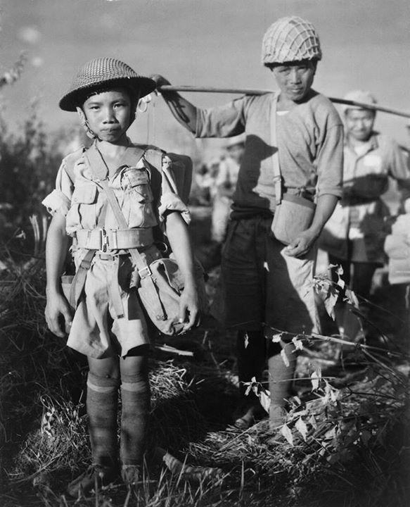 ၁၉၄၄ ခုနှစ်က မြစ်ကြီးနား လေယာဉ်ကွင်းတွင် အသက် ၁၀ နှစ် အရွယ် တရုတ်စစ်သားလေးအား မြင်ရစဉ်